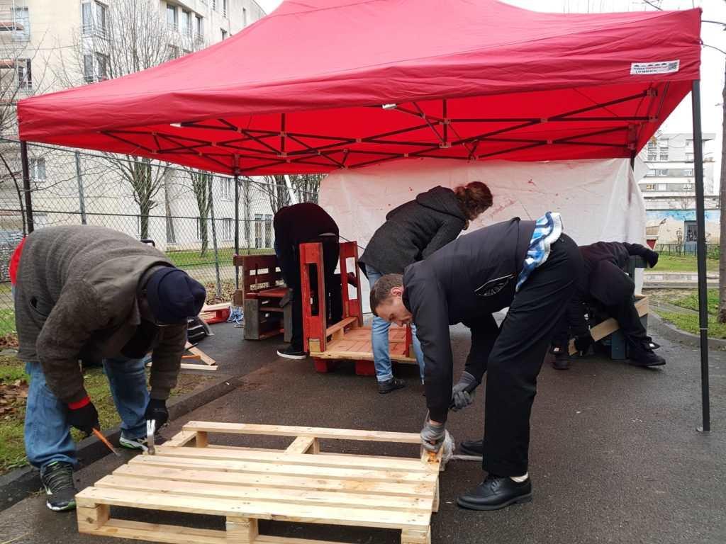 Chantier participatif de construction de mobilier en palettes au SAMU Social du 12e (2017)